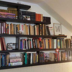 Police za knjige po meri 2